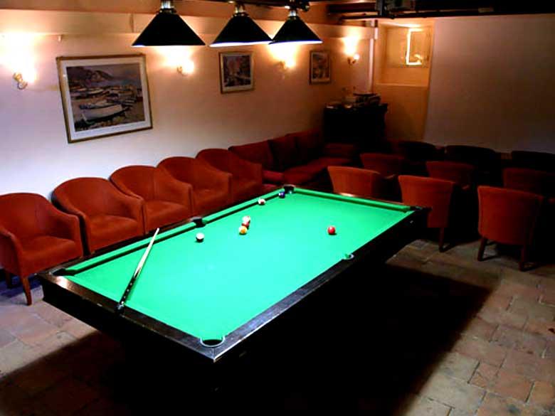 Villa-Jasmine-billiards