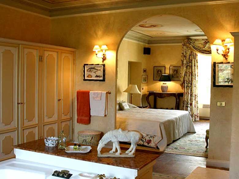 Luxury holiday villa in Tuscany Bedroom