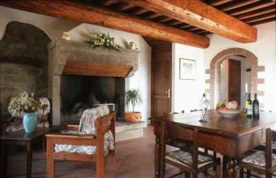 Italy-rental-villa-fireplace_dining