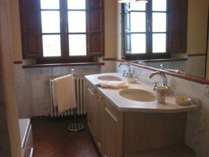 Farmhouse Camila_Bathroom